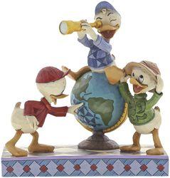 Navigating Nephews (Figurine Riri, Fifi et Loulou)